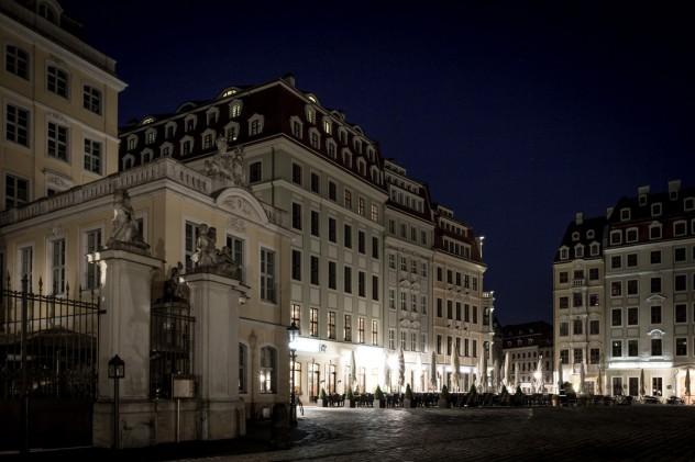 An der Frauenkirche Dresden bei Nacht