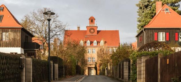 Blick auf die Grundschule in Hellerau